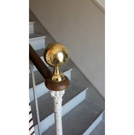 Boule d'escalier ronde en laiton poli